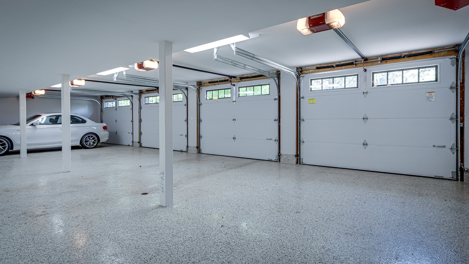 219-cavell-ave-_0017_381_Garage