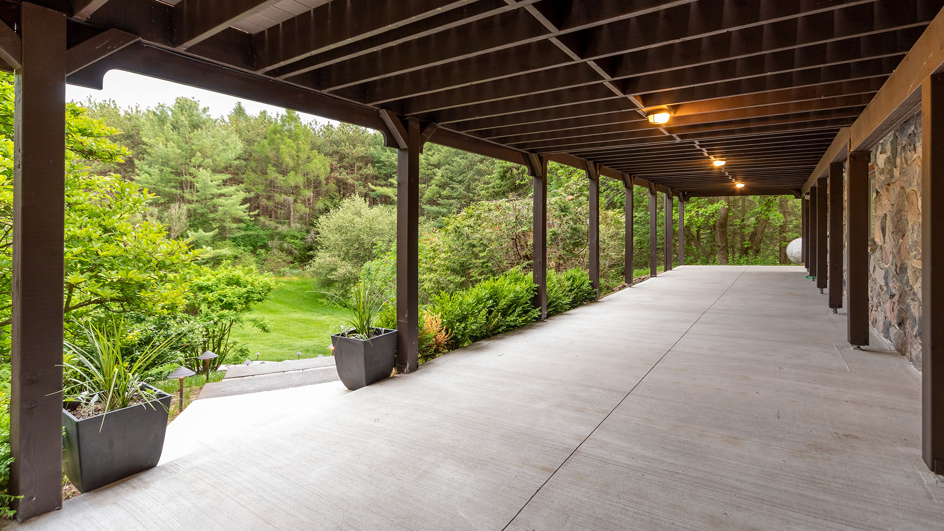 219-cavell-ave-_0018_370_LowerPatio